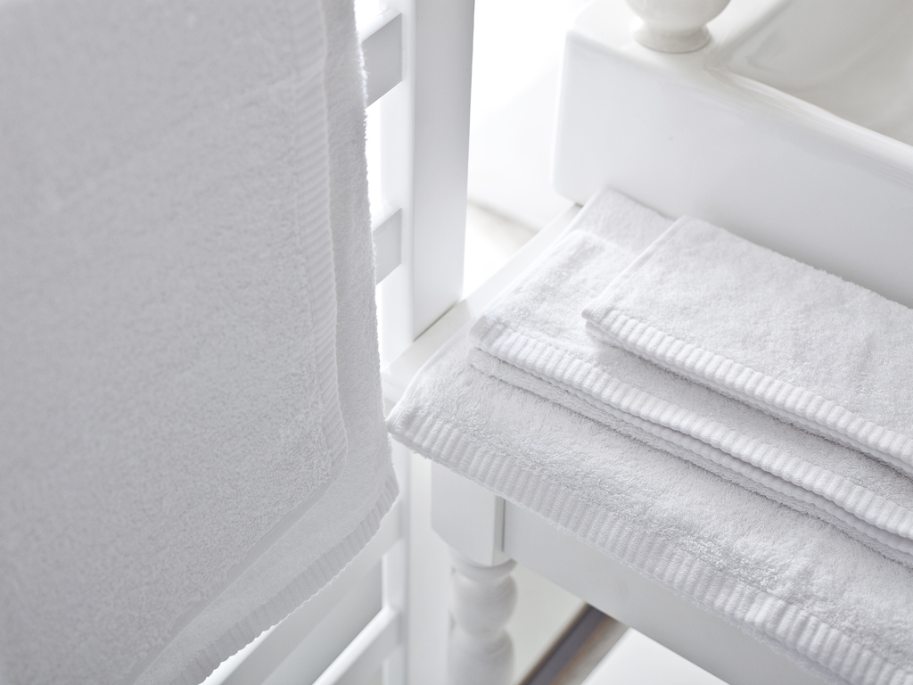 Leafy Bamboo Face Towel 50x90 Cm White