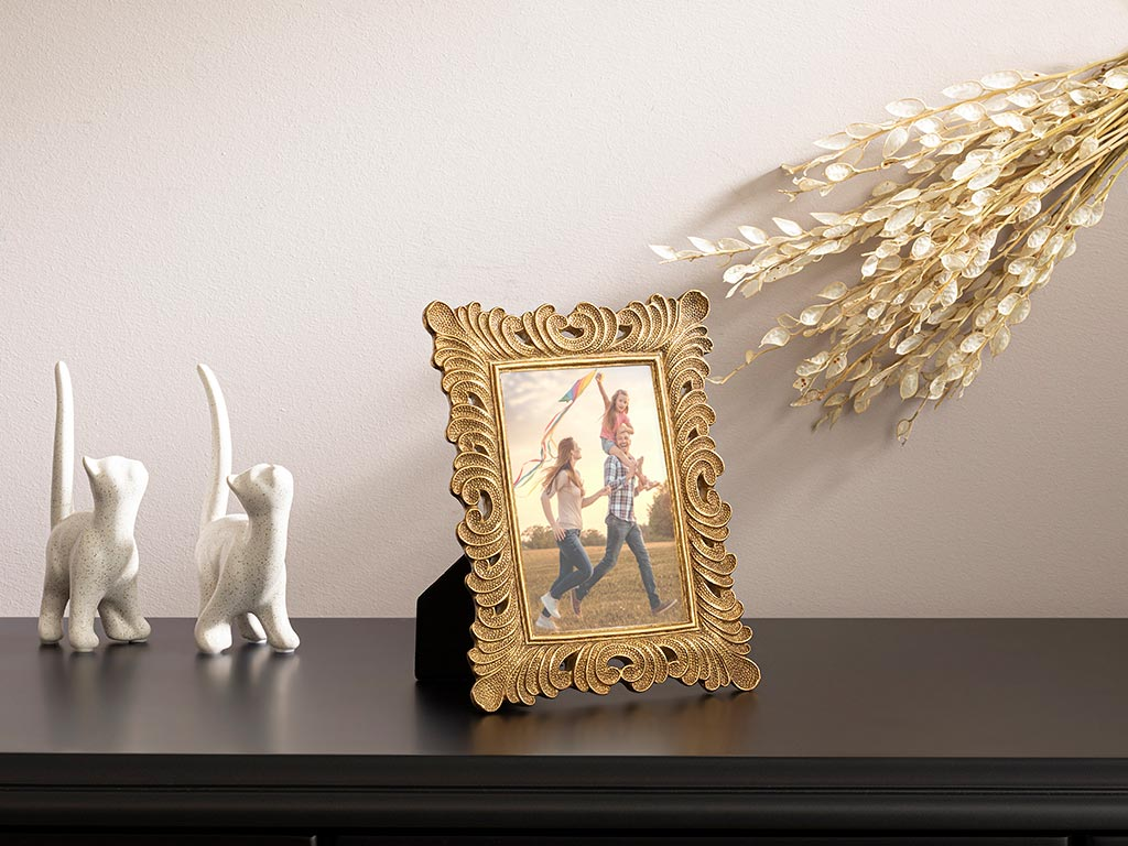 Ancient Polyresin Frame 17x22x1 Cm Gold
