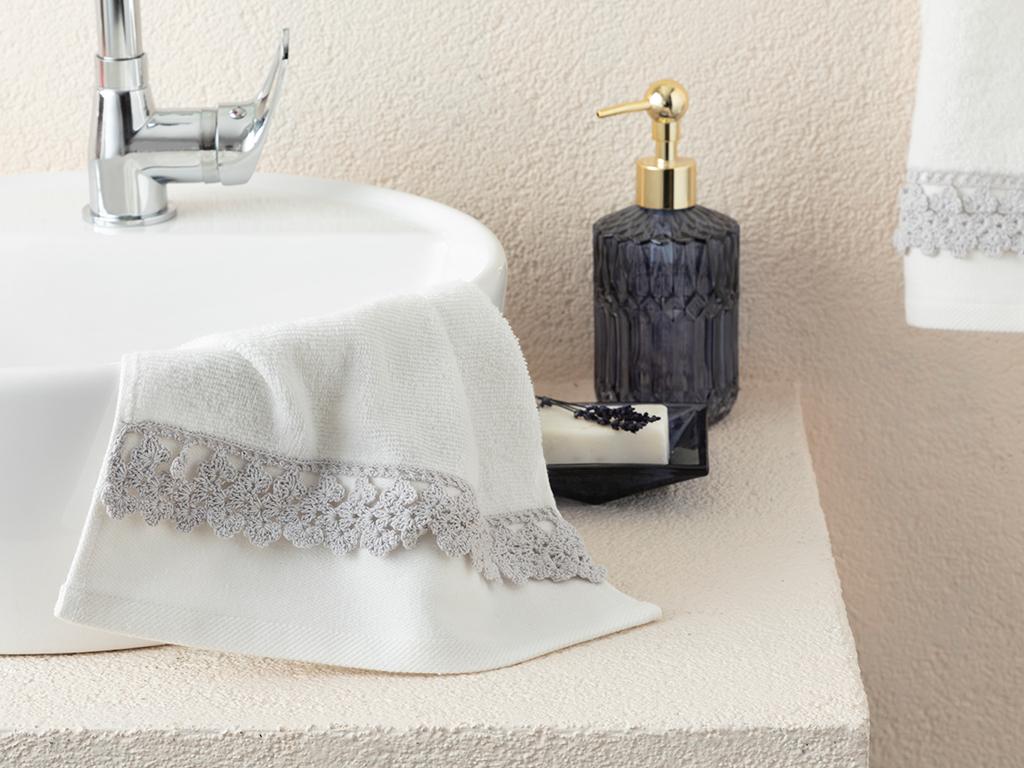 Small Flowers Hand Towel 30x45 Cm