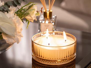 Luxury Ароматизиран Свещ 370 G Жълто